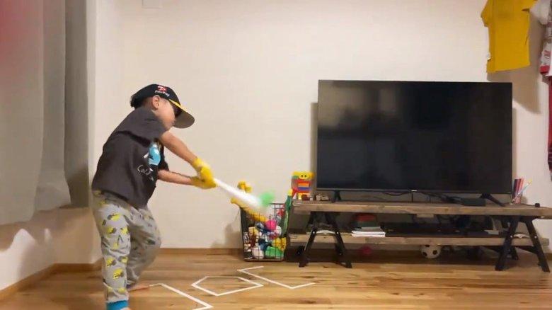 """4歳児の""""バッティングフォーム""""が美しい…将来の夢はやっぱり野球選手? 父親と本人に聞いた"""