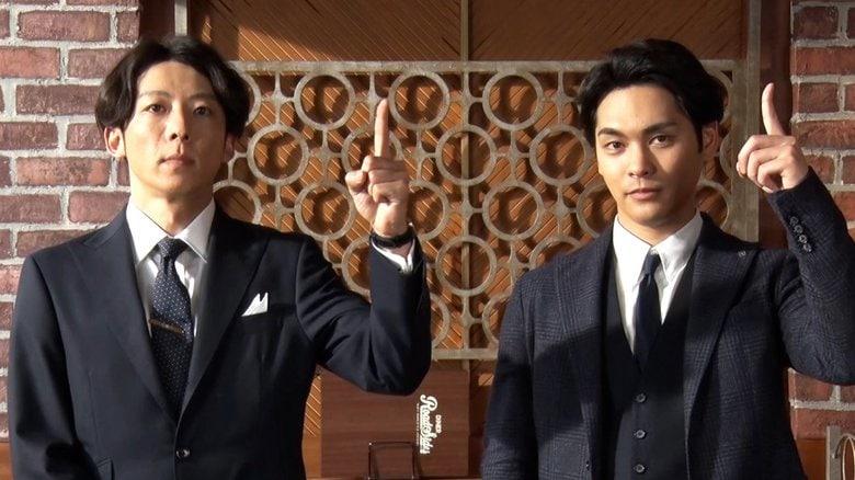 「本当にカッコいい」高橋一生 柳楽優弥とビシッとスーツ姿で同僚役 台本なしの掛け合いも息ぴったり