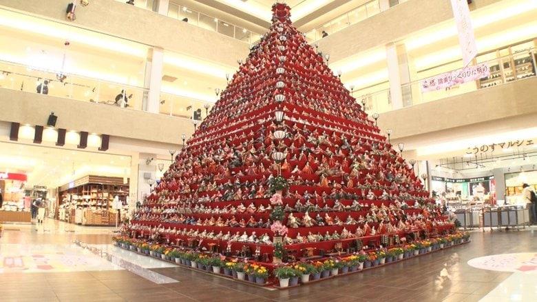 """高さ7m!埼玉に""""巨大ピラミッドひな壇""""…「天気が大事」ひな人形しまう最適なタイミングとは?"""