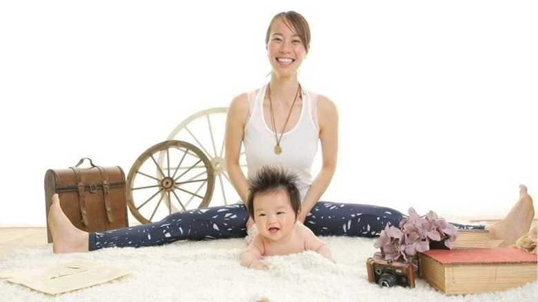 【副業儲かってますか?】赤ちゃんと一緒に「楽しく英語で学ぶヨガ」講座