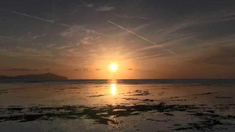 まるでウユニ塩湖のよう…隠岐の夕日鑑賞スポットでSNS映えを狙う