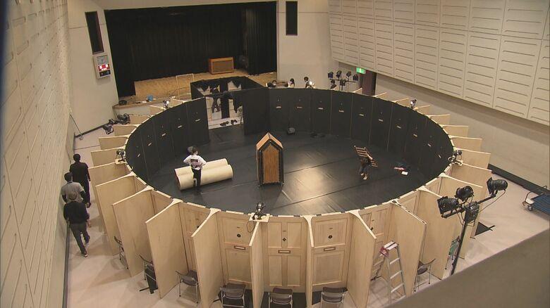 感染対策を演出に組み込む…「のぞき穴」から観る舞台の安心感と臨場感 劇団「新しい鑑賞形式見つけた」