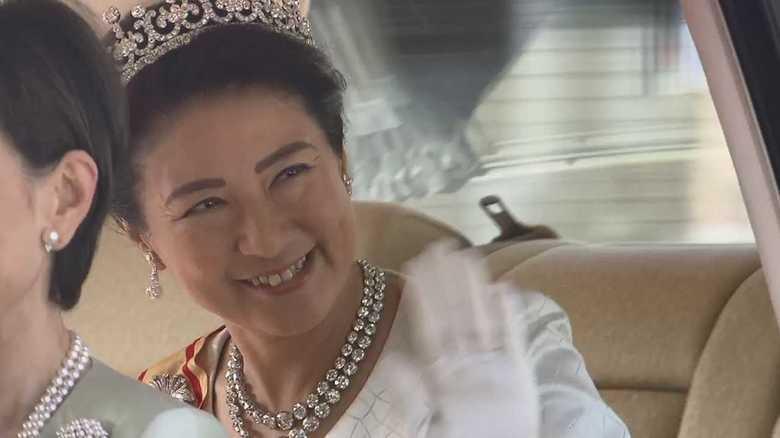 皇后雅子さま  初日の衣装は「ローブ・デコルテ」  ティアラにも注目