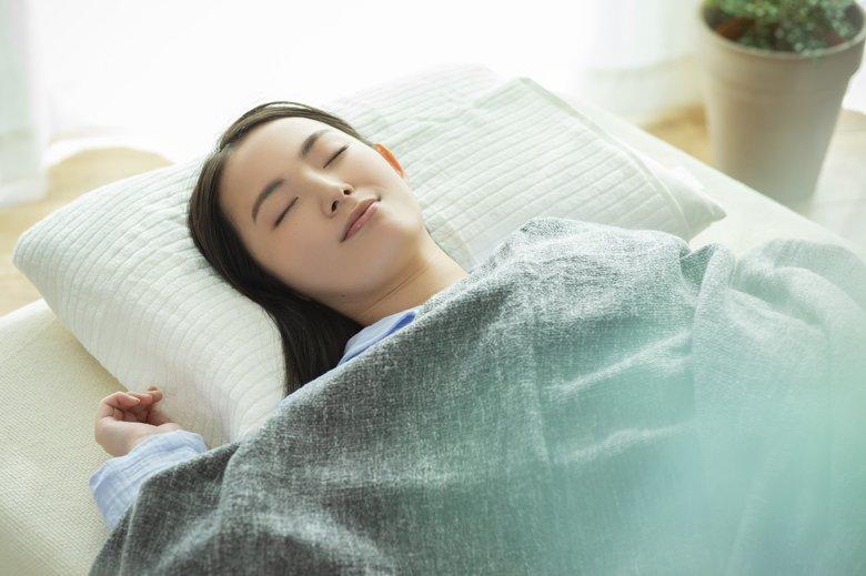 """コロナ禍のストレスで「睡眠の満足度が下がった」が3割以上…熱帯夜でも快眠できる""""8つのコツ""""を睡眠のプロが伝授"""
