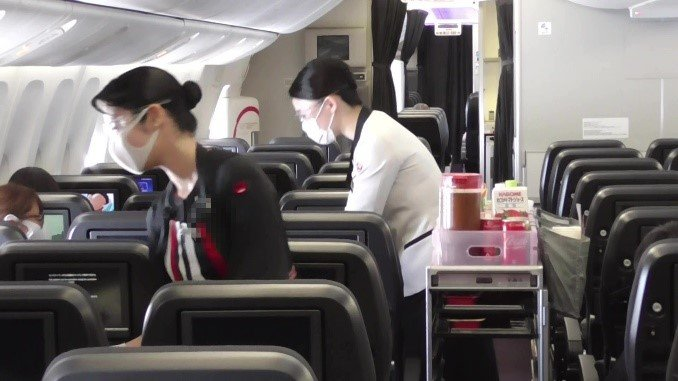 苦境に立つ航空業界 欧州便に搭乗した記者が見た機内の知られざる徹底感染予防策