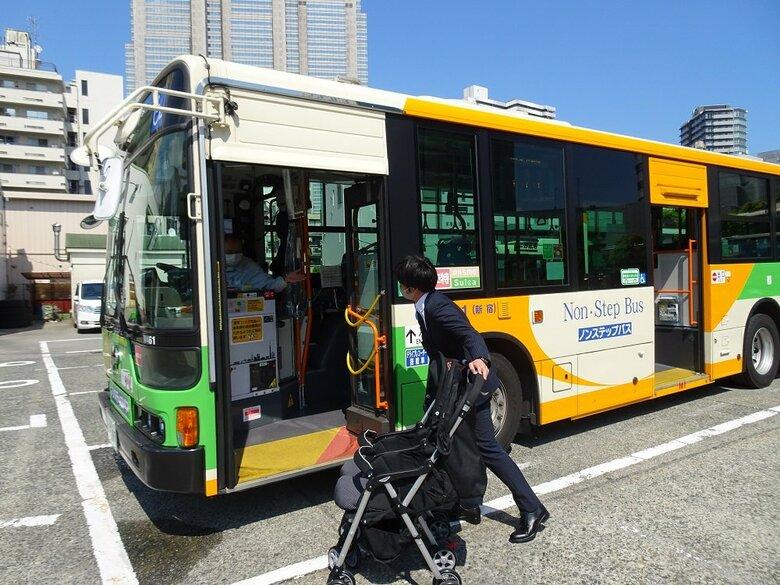 """6月7日から都営バスで""""2人乗りベビーカー""""たたまず乗車OK…担当者に変更理由を聞いた"""