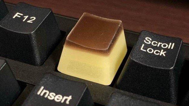 """「プリン」のキーボードキャップが可愛くて人気! """"ぷるぷる感""""を再現…商品名はダジャレ"""