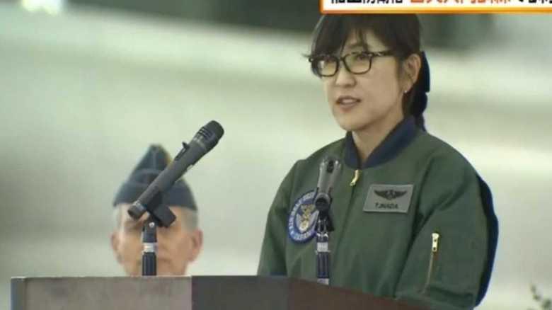 稲田防衛相  日英共同訓練が行われている三沢基地視察