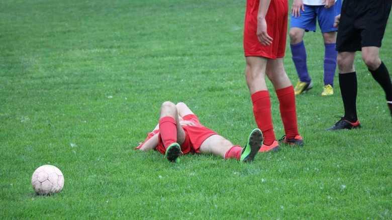 サッカーでも起こる「脳震とう」は要注意!2度目の衝撃で致死率50%超!!
