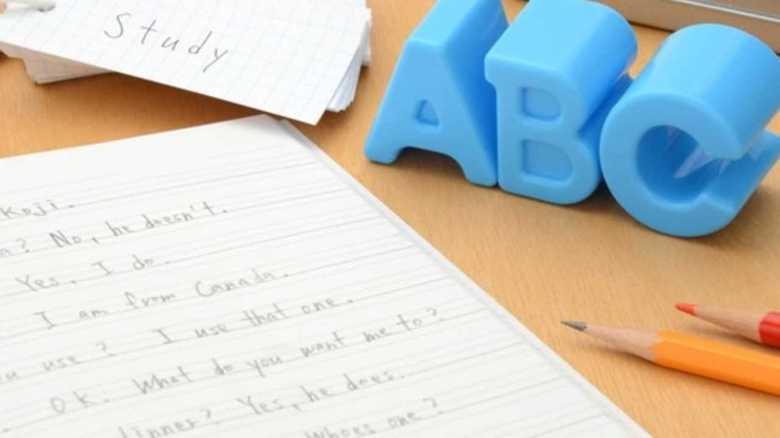 英語教育は「何歳から始めるべき?」米国務省データから判明。