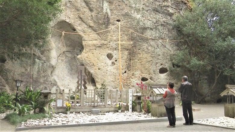 高さ45mの巨大な岩がご神体…日本書紀に「日本最古の神社」と記される「花の窟神社」