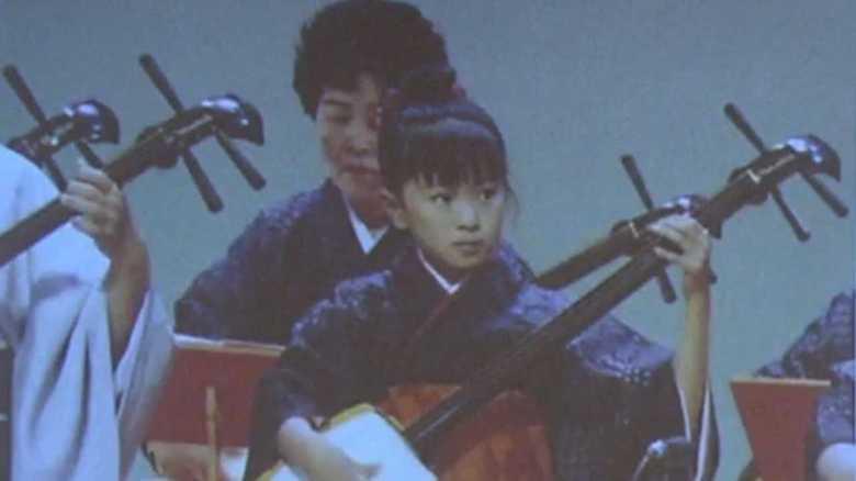 三味線を弾く美少女!榮倉奈々「恥ずかしい」幼少期の秘蔵写真を公開
