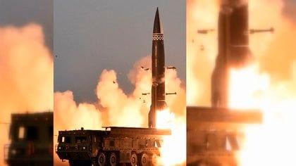 北朝鮮が弾道ミサイル発射 金総書記の「立ち合い写真」報道せず…その
