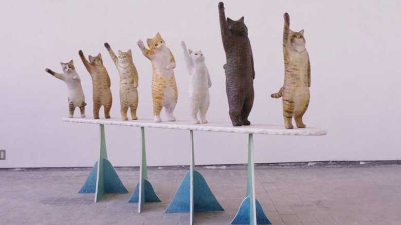「猫とハイタッチしたい!」そんな願いを叶える彫刻が話題…作者に聞いてみた
