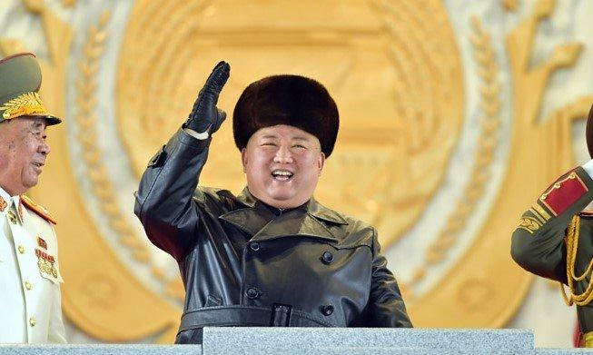 金正恩氏が特別扱いする3人...信頼の証はお揃いの「黒革コート」 北朝鮮を動かす新キーパーソンとは