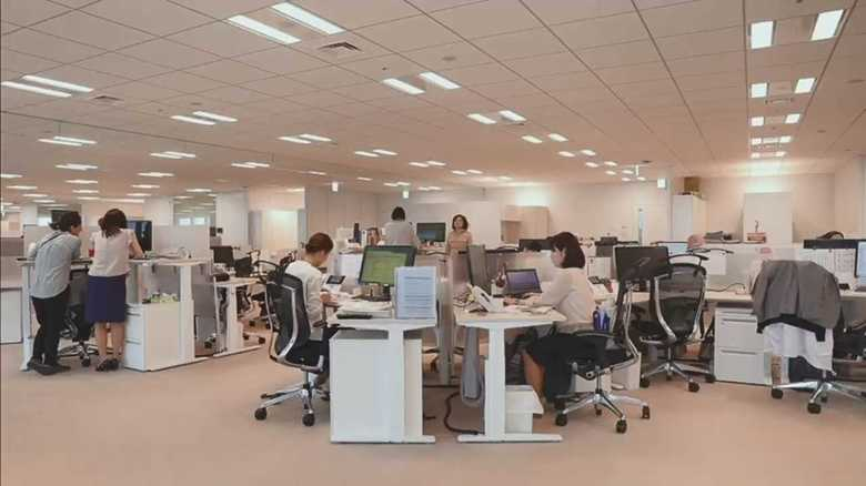 上げ下げ自在のデスクで集中力アップ!「働き方改革」仕様の武田薬品の新社屋