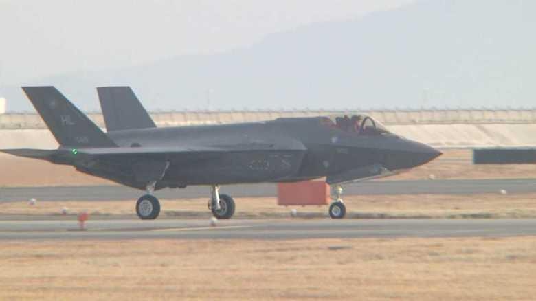 岩国基地にF-35AとF-35Bステルス戦闘機の揃い踏みで始まること