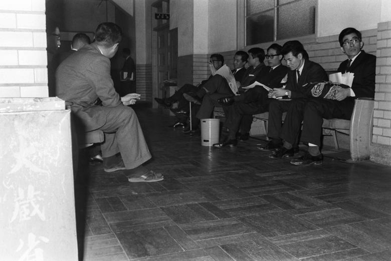 """""""大蔵省""""時代から「各省庁10数人来るのは当たり前」だった財務省の廊下に異変が…"""
