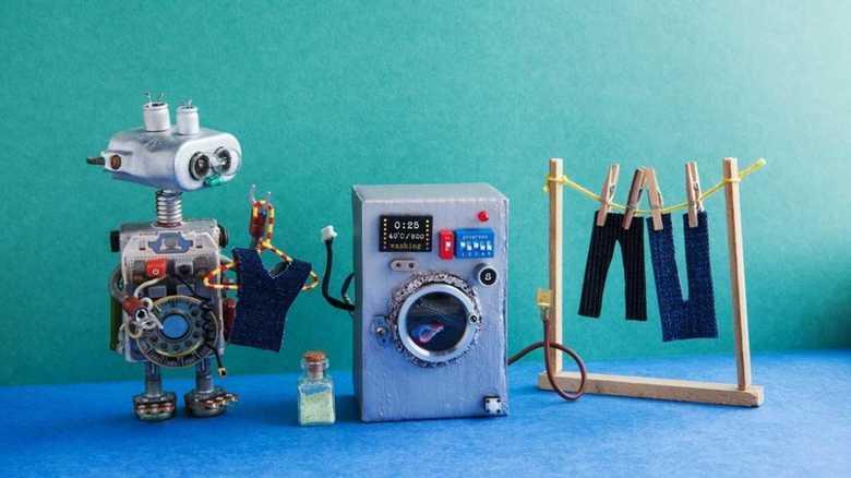 7歳の娘が作ったプリペイド式「洗濯物たたみマシーン」が登場 ※ただし段ボール製
