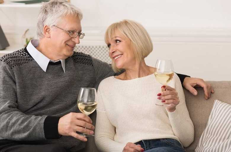 人生の幸福度を調査「47~48歳が最低…最高値に達するのは82歳以上」