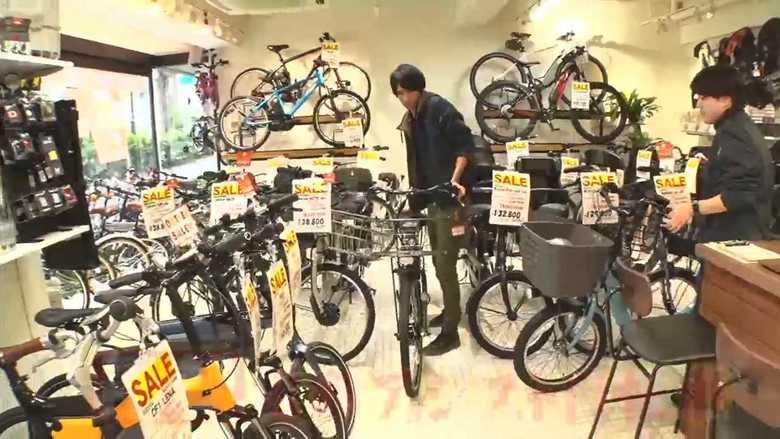 電動アシスト自転車での事故が急増 やりがちなケンケン乗りはNG 正しい乗り方とは