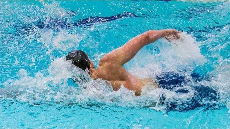 クロールで泳ぐスピードがあがるほど、バタ足が邪魔って知ってました!?
