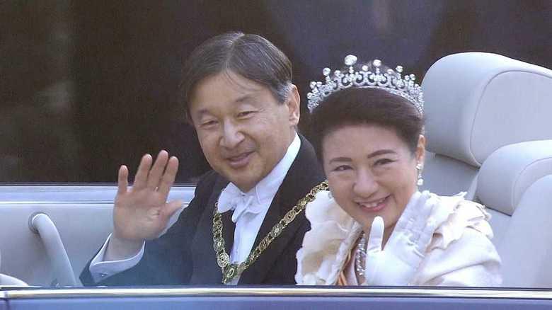 皇后雅子さま感涙…報道カメラマンたちが見た「祝賀パレード完全版」
