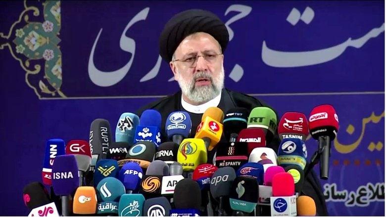 イラン次期大統領最有力候補の血塗られた過去
