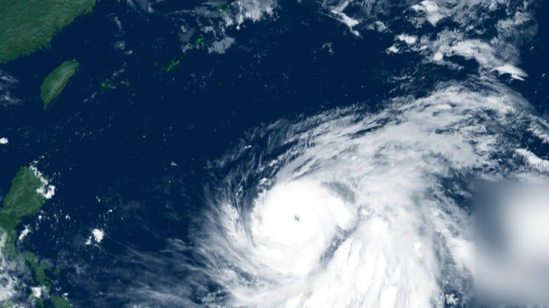 関東接近の恐れ…猛烈な勢力の台風16号が北上中「水曜までに備えを」