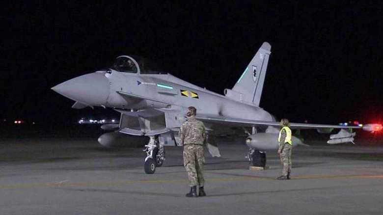 映像分析 英空軍タイフーン戦闘機初飛来