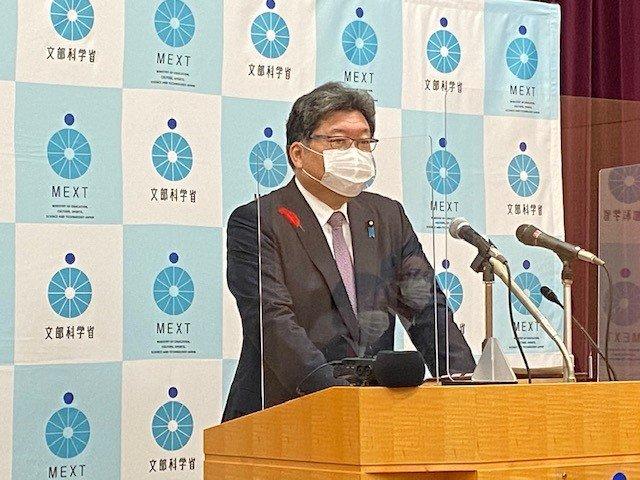 萩生田光一氏がコロナに翻弄された教育現場の2年間を振り返る