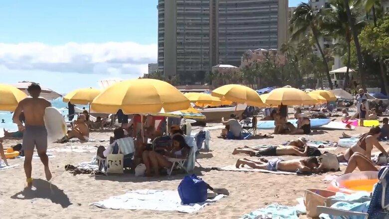 ハワイに観光客殺到!ワクチン接種進み制限解除…パンケーキ店に大行列 需要増でレンタカー高騰も