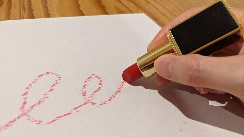"""子どもの夢を叶える""""口紅のようなクレヨン""""が誕生…販売30分で売り切れの色も? 描き心地を聞いた"""