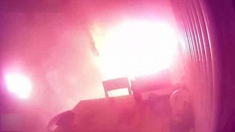 バッテリー爆発までの一部始終…煙が出てからわずか13秒の衝撃【中国トンデモ事件簿】