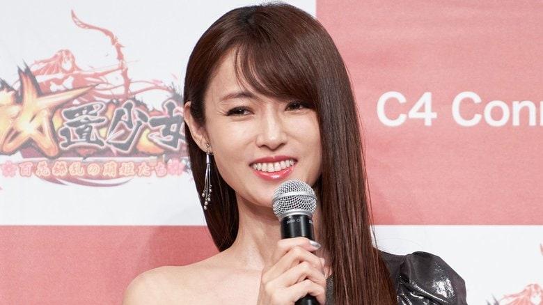 深田恭子 超ミニのセクシーワンピで圧巻の美ボディー!何でも似合うの声に「めざましくんの格好だけは…」