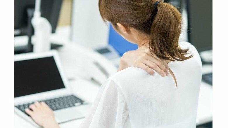 首や指をポキポキ鳴らすのは体に悪影響!? 「危険な場合があります」専門家に理由を聞いた