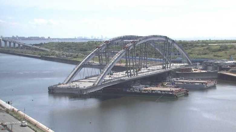 東京五輪へ急ピッチ!重さ6000トンの橋を架設せよ
