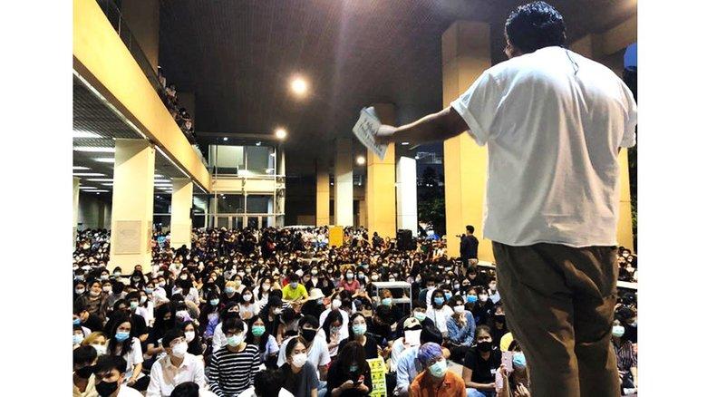 タイで広がる前例なき「王室批判」の行方