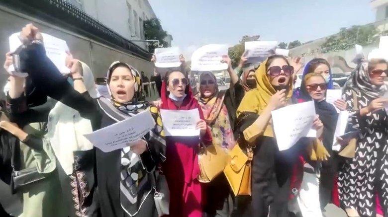 """「私たちは声をあげ続ける」デモを続けたアフガン女性達の""""その後"""""""