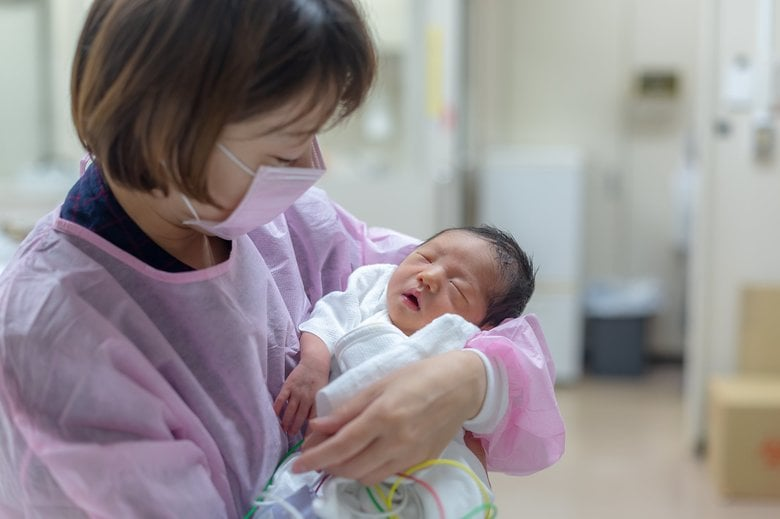 「分娩時のマスク着用」が物議…なぜ必要?危険はない?日本産科婦人科学会に聞いた