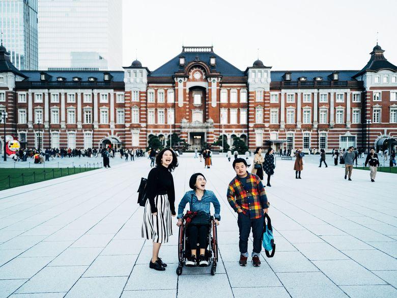 """「いい文章はいい場所に連れて行ってくれる」ベストセラー作家・岸田奈美さんが語る家族への想いと""""情報過多な日々"""""""