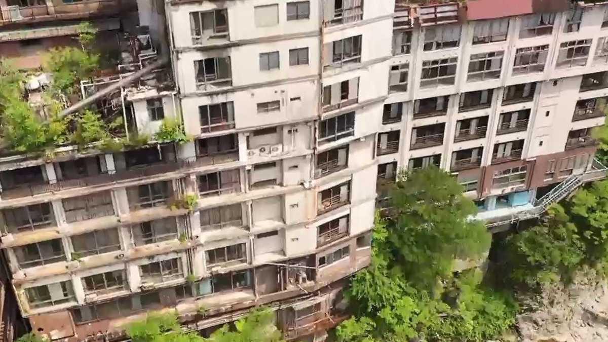えびの 市 廃墟 ホテル