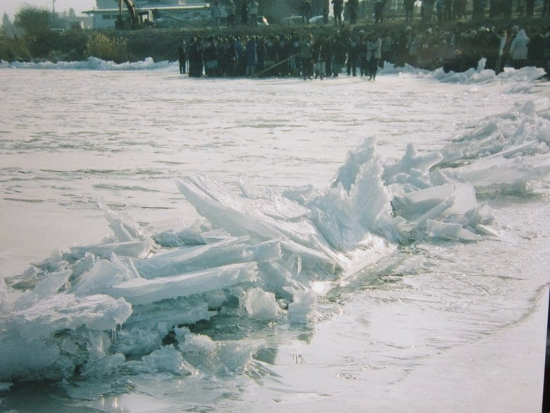 3年ぶりに長野・諏訪湖が全面結氷!氷がせり上がる現象「御神渡り」は今年も見られる?仕組みを解説