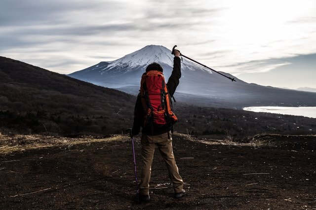 """登山初心者向けの""""富士山""""専用アプリが手軽…登山ルートを選ぶだけでOK?機能を聞いた"""