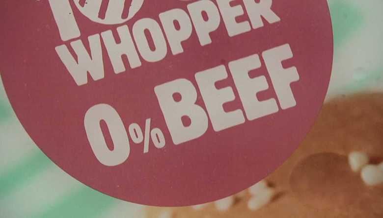 """見た目も味も本物そっくり  全米でバーガー販売開始 拡大する""""代替肉"""" 市場"""