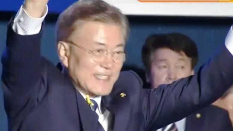あだ名は「問題児」、特殊部隊所属、ストレス解消は一人酒…韓国新大統領、文在寅氏の人物像
