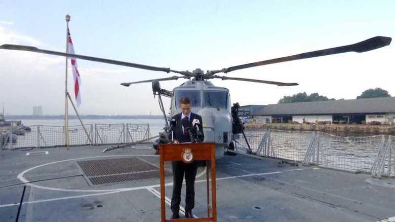 """米朝首脳会談:トランプ大統領が""""使いたくない""""「最大限の圧力」を英国防相は軍艦の上で明言"""
