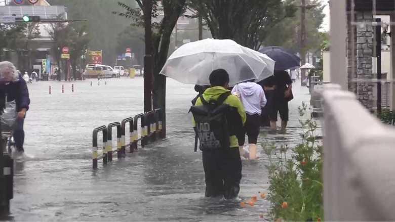 """九州で一時大雨特別警報…""""経験のない大雨""""の中で「命を守る行動」とは?"""