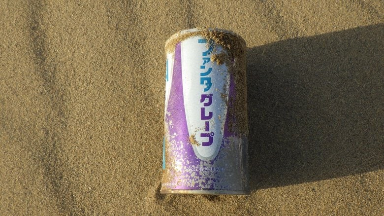 鳥取砂丘で50年前の「ファンタ」が見つかる…懐かしくても素直に喜べない理由