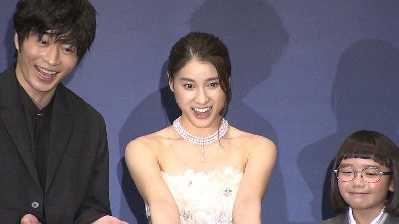 土屋太鳳 純白の肩出しドレス 田中圭が「ストレッチバカ」と明かすも…肩の凝りはどうしようもない!?
